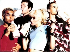 Young and vivacious ska punk rockers! I loved Gwen's high pony-tails with her bitchin' bangs!