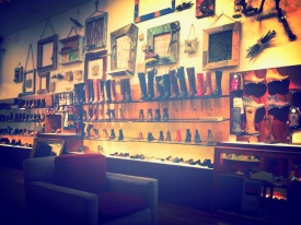 Shoe Biz Valencia: Wonderful Interior Decor Using Rustic & Up-cycled Materials
